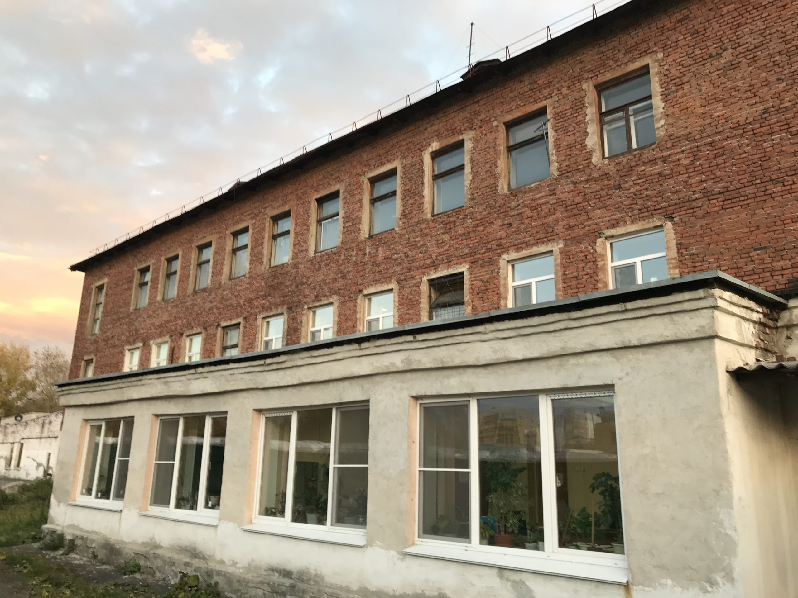 Здание ЕМУП «СПЕЦАВТОБАЗА»