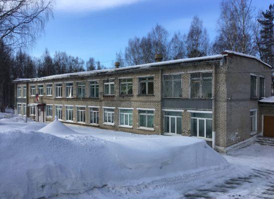 Здание школы, расположенное по адресу:  Свердловская область, г. Качканар
